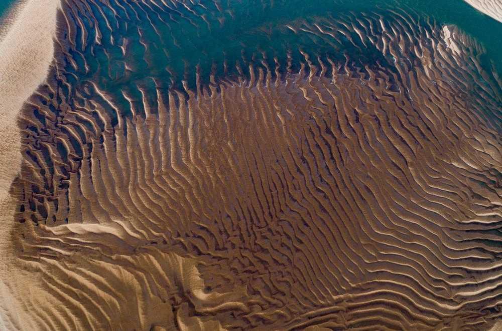 Atlantik kıyısında kum resifi. Fransa.