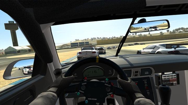 Real Racing 3, Appstore ve Google Play'deki yerini aldı