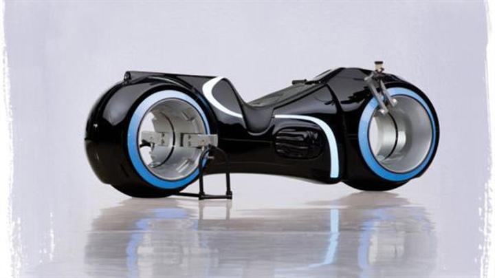 Tron dünyasının füturistik motosikleti 77 bin dolara satıldı