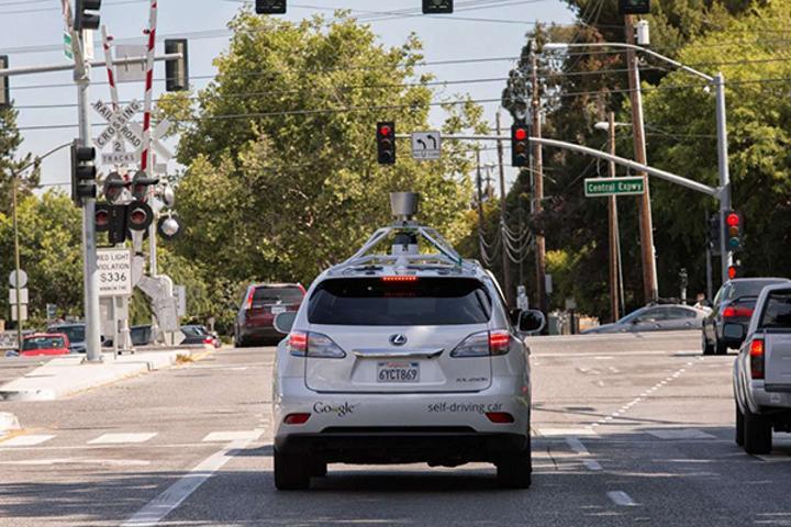 Google'ın kendi kendine gidebilen aracı kazalara karışmaya devam ediyor