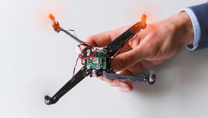 Origami tekniğiniden ilham alınarak hazırlanan ufak hava aracı