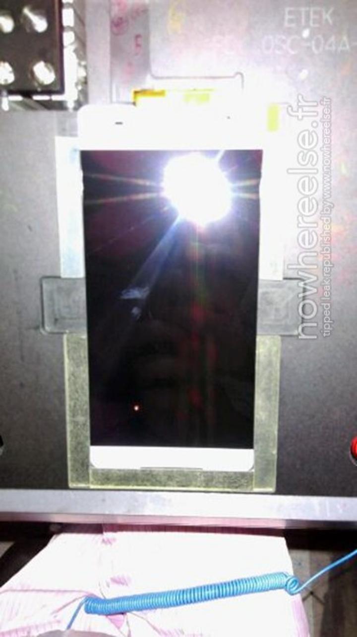 Sony'nin çerçevesiz modeline ait yeni fotoğraflar sızdırıldı