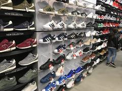 huge discount 5534b 2b53c ... football Mağazadayım şu an , Adidas , Nike sezon modellerinde bazı  ayakkabılarda yüzde 75 e kadar indirim ...