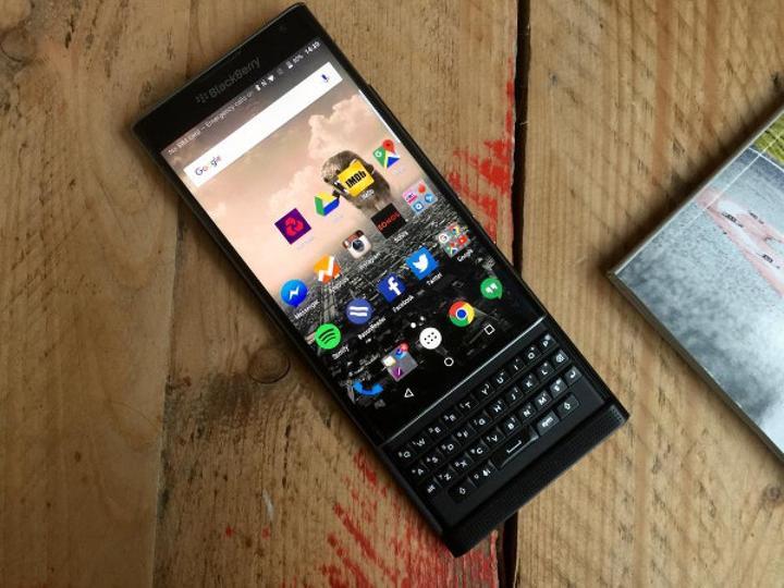 BlackBerry Priv satışa çıktı. İşte fiyatı ve cihaz hakkındaki diğer detaylar:
