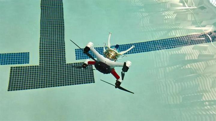 Oakland Üniversitesi uçan, yüzen ve su altına dalabilen drone geliştirdi