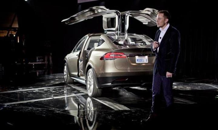 Elon Musk, Model X'i eleştiren müşterisinin siparişini iptal etti