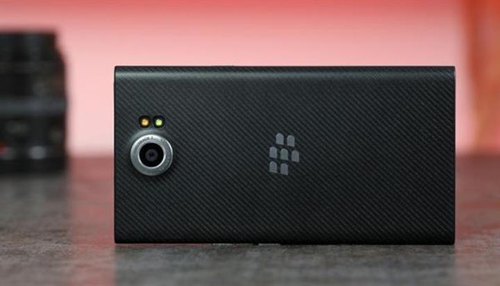 BlackBerry 200 çalışanı ile yollarını ayırdı