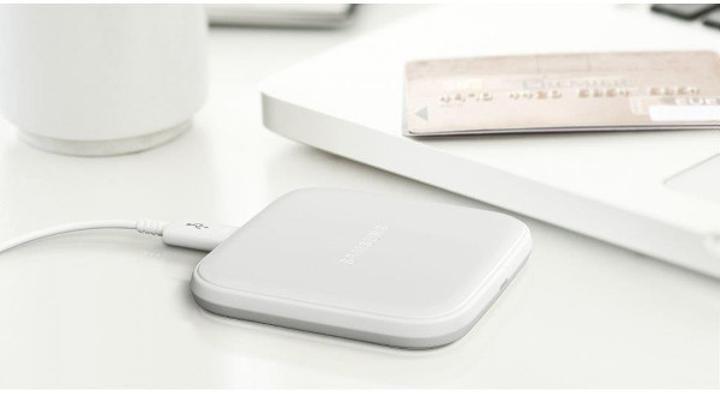 Samsung'un Galaxy S7 serisi için kablosuz mini şarj istasyonu