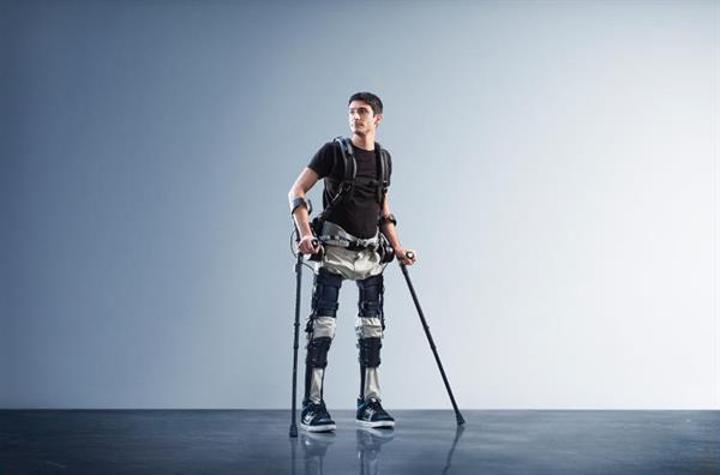 Felçli hastaların yürümesini sağlayan robotik iskelet