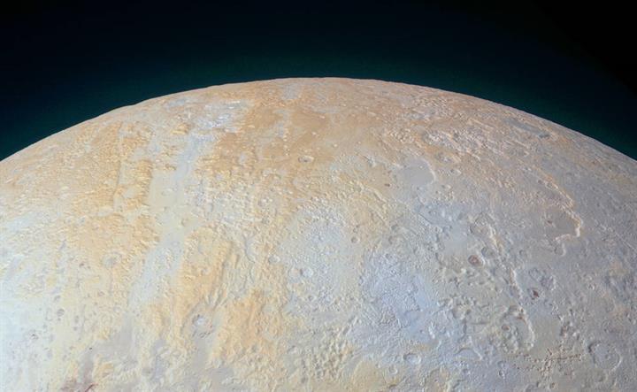 Plüton'un buzlu kanyonlarına yepyeni bir bakış