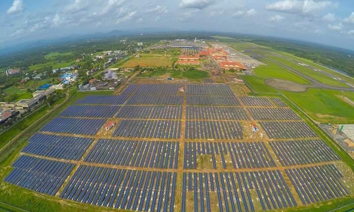Güneş panellerinden güç alan havalimanı elektriğe para ödemiyor