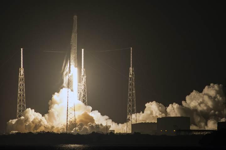 SpaceX ikinci kez karaya iniş yaptı: İşte o anlar (VİDEO)