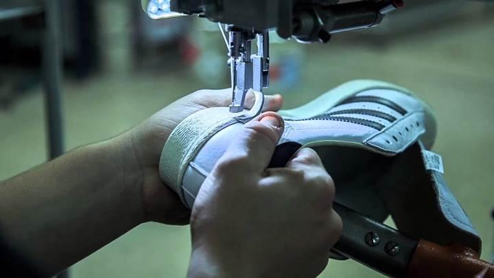 Adidas'tan Çin'i rahatsız eden hamle: robotlar ayakkabı üretecek