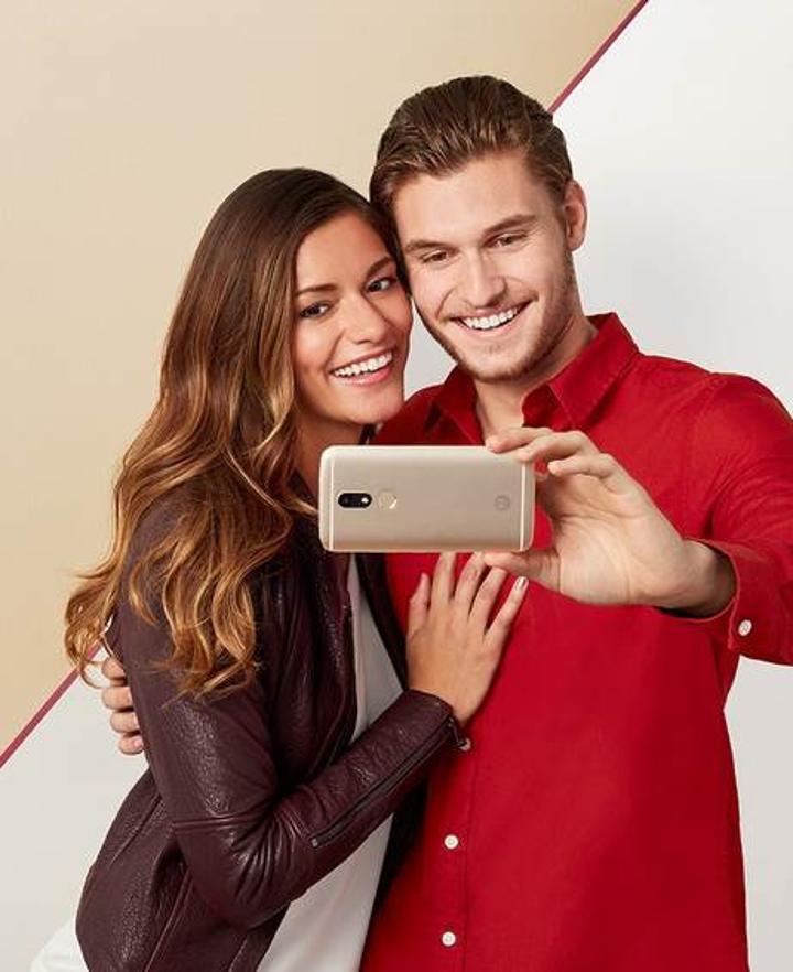 Orta seviyeye Motorola Moto M