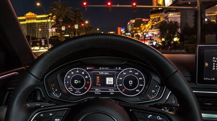 Audi'ler artık trafik ışığının ne zaman değişeceğini gösterebilecek