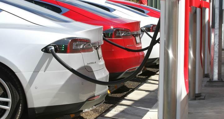 Tesla'nın Süperşarj istasyonlarına heyecan verici güncelleme