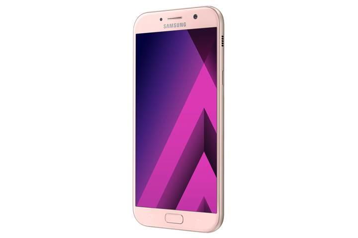 Samsung Galaxy A3, A5 ve A7 serisi yeni yıla terfi etti