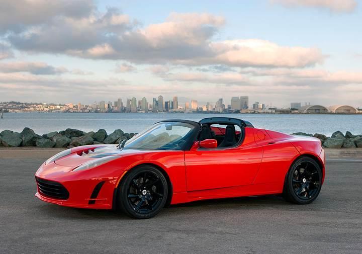 Tesla Roadster geri mi dönüyor?