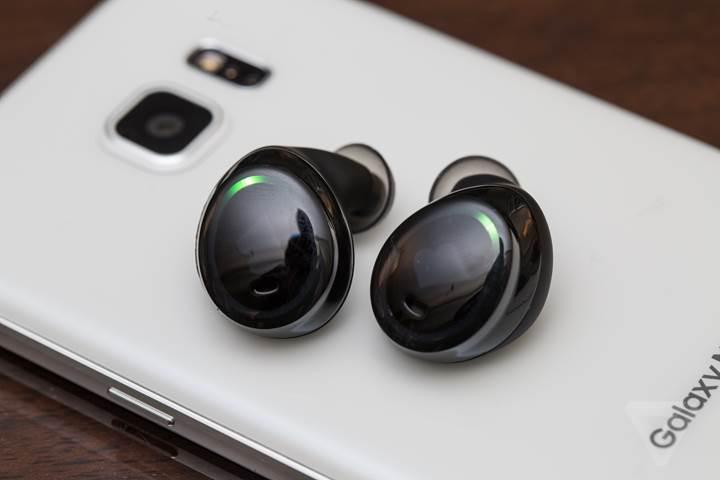 Samsung Galaxy S8 ile Apple AirPods benzeri kulaklık gelecek