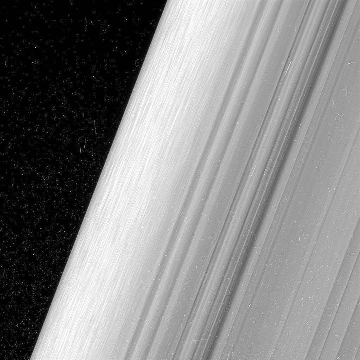 Cassini uzay aracından nefes kesen Satürn fotoğrafları