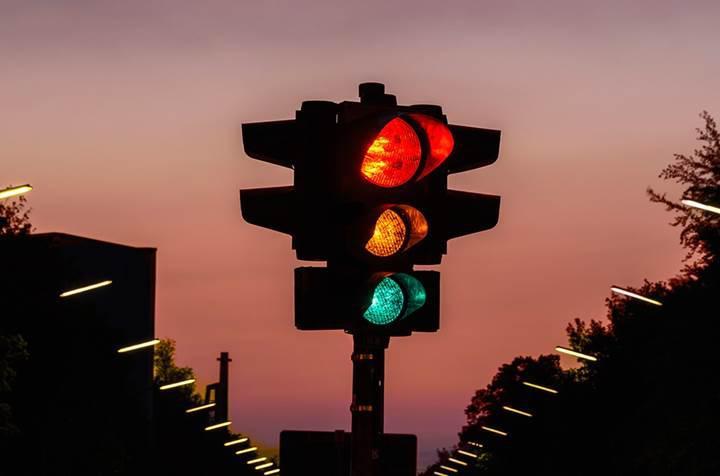 Fransa, trafik ışıklarını kaldırarak trafik kazalarının sayısını azaltmaya çalışıyor