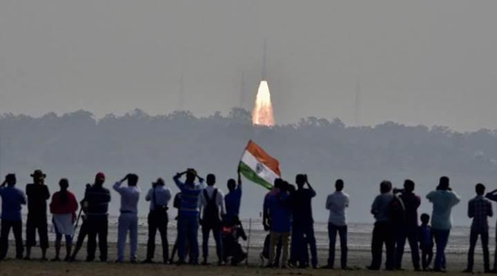 Uzayın yeni yıldızı Hindistan tam 104 farklı uyduyu tek bir roketle fırlattı