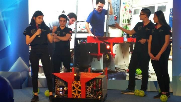 Turkcell'in Zeka Küpü Projesi gençlere robot yapma ortamı sunuyor