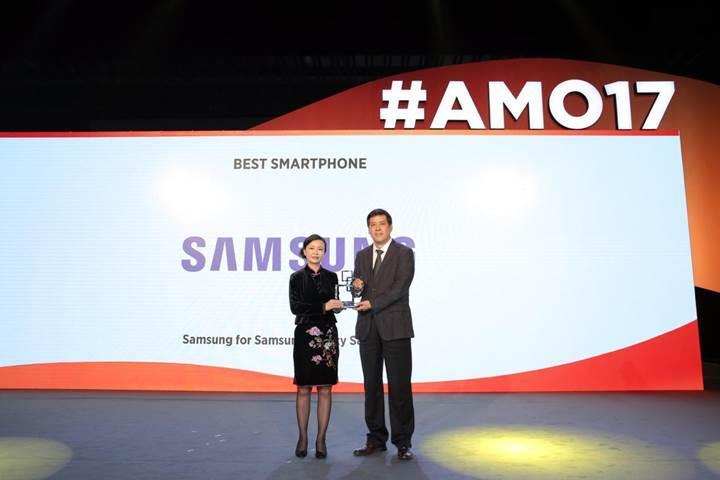 Galaxy S8 serisine Çin'den en iyi akıllı telefon ödülü