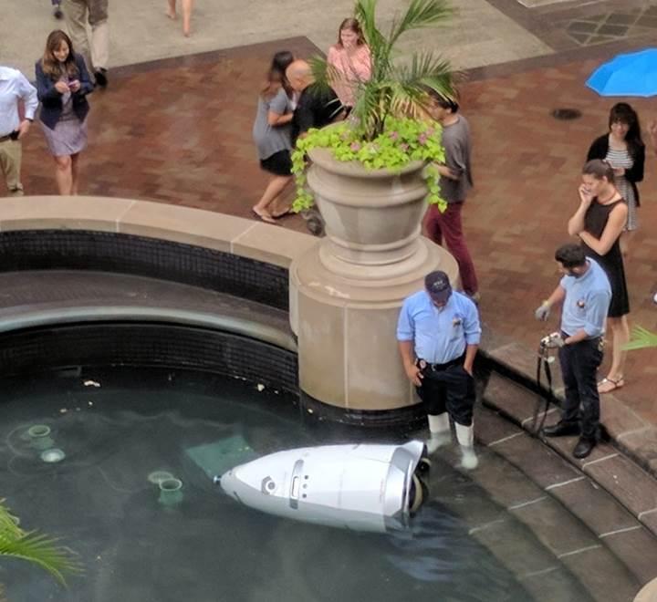 Robot polis intihar etti (!)