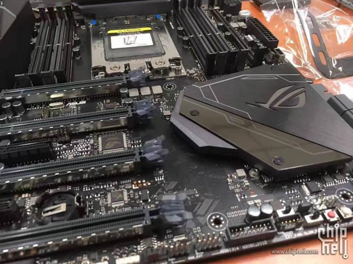 Asus'un en kaslı AMD anakartı artık hazır: Karşınızda X399 Zenith Extreme
