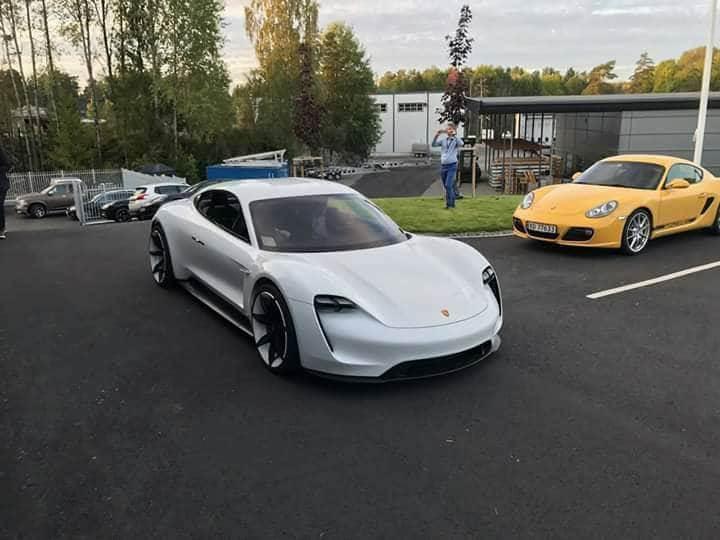 Porsche'un elektrikli aracı Mission E'nin son prototipi ortaya çıktı