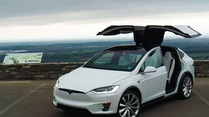 Tesla 11 bin Model X'i geri çağırıyor