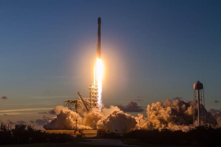 SpaceX, 10 ay içerisinde 12. roketini indirdi: İşte görüntüler