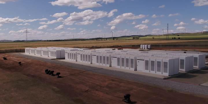 Tesla dünyanın en büyük enerji depolama tesisini tamamladı