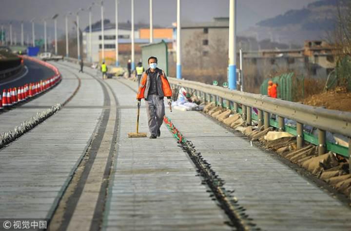 Çin güneş enerjili yolu kullanıma sunuyor