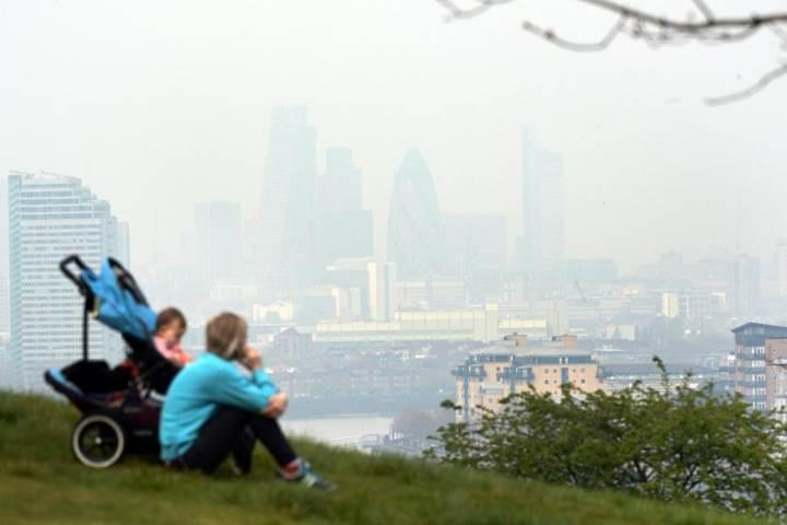 İngiltere'de milyonlarca çocuk yasal sınırları aşan kirli havayı soluyor