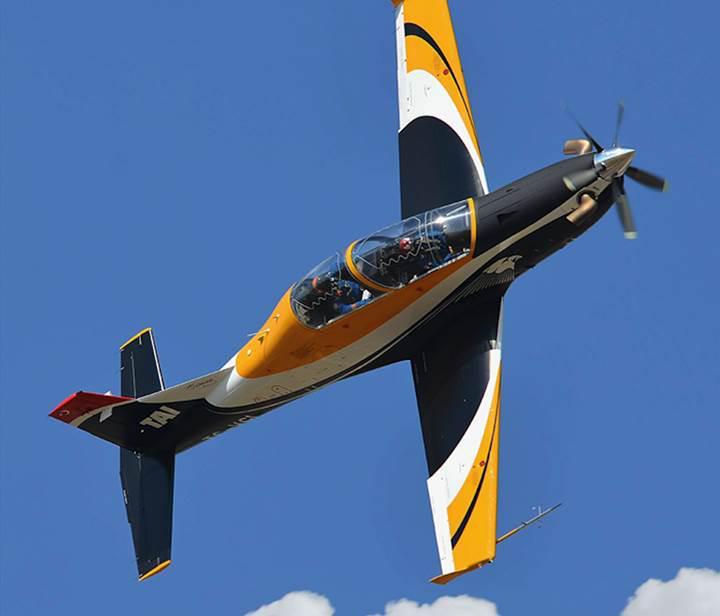 Yerli askeri eğitim uçağı Hürkuş-B ilk uçuşunu bugün yaptı [Video]