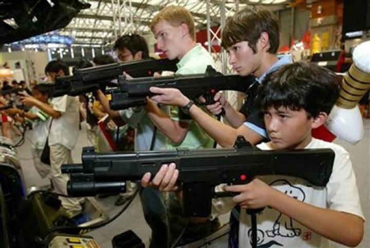 Trump, okul katliamlarının çoğalmasının ardından şiddet içeren oyunlara el atıyor