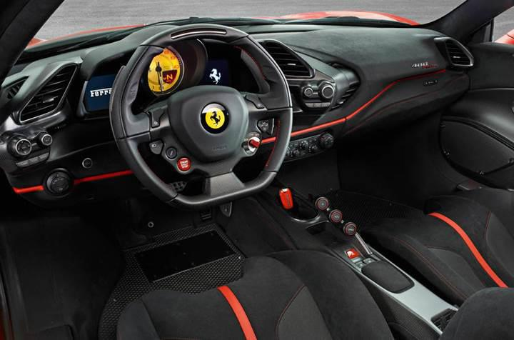 En güçlü V8 motora sahip Ferrari, Cenevre'de tanıtılıyor