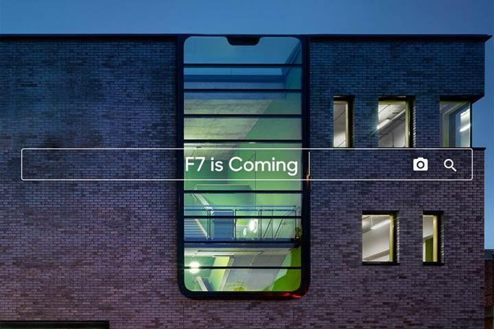Oppo F7, çentikli tasarım ve 25 MP ön kamerayla geliyor