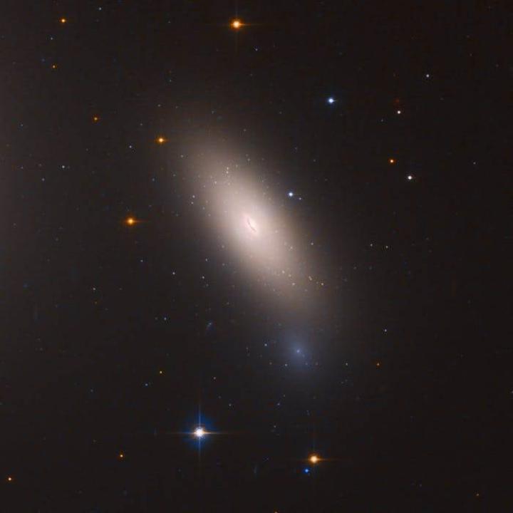 Hubble'dan muhteşem fotoğraf: İşte 10 milyar yıllık