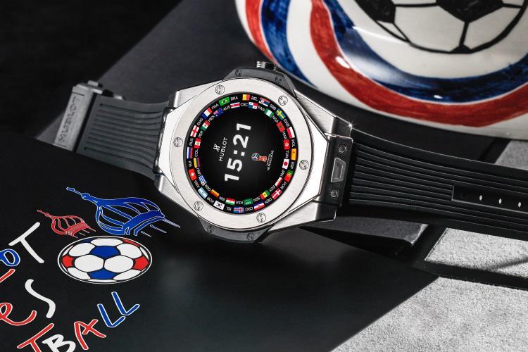 У часов big bang referee спортивный дизайн, экраном диаметром 49 мм и корпус толщиной 13,9 мм.