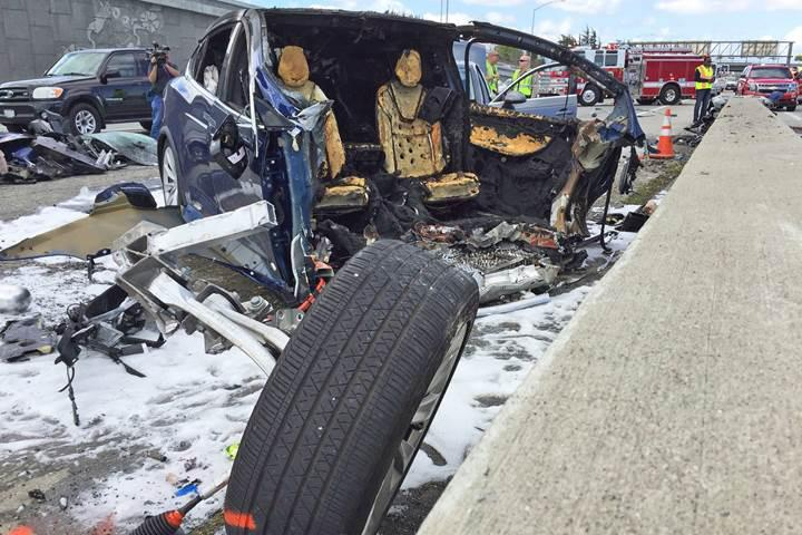 Tesla Model X kazası hakkında soruşturma başlatıldı, kayıp 4 milyar dolar