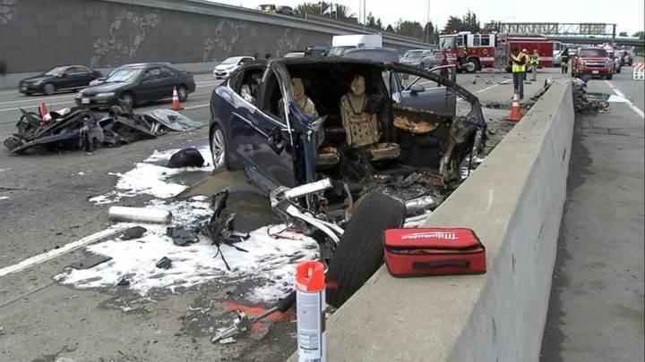 Ölümlü kazayla ilgili Tesla'dan açıklama: Autopilot aktifti