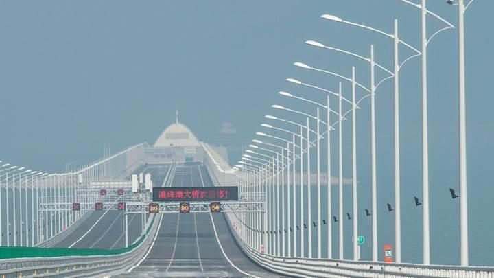 Çin dünyanın en uzun deniz köprüsünü kullanıma sunuyor