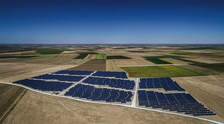 Çinli şirket Türkiye'ye 1 milyar dolarlık güneş enerjisi yatırımı yapmak istiyor