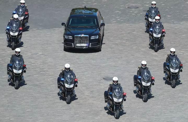 Putin'in yeni otomobili: Ruslar, Porsche ile yaptı