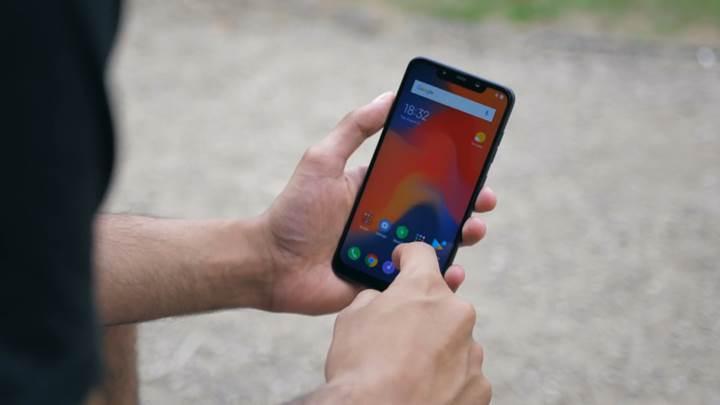 Xiaomi'nin son bombası: Poco F1 amiral gemi telefon