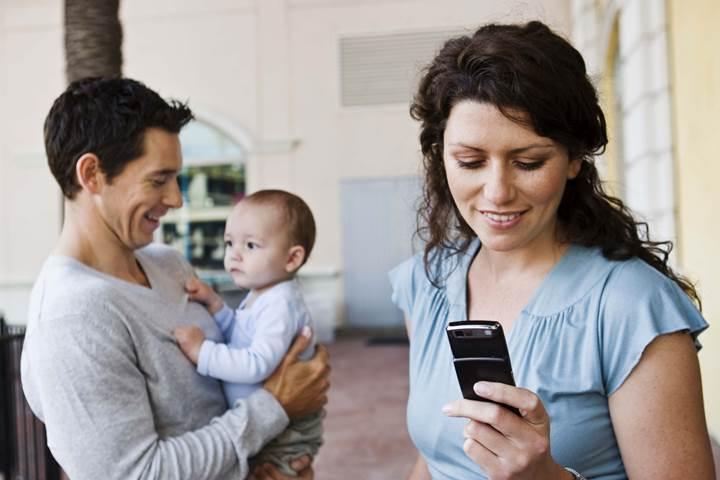 Gençler, ebeveynlerinin akıllı telefon kullanım süresinden şikayetçi