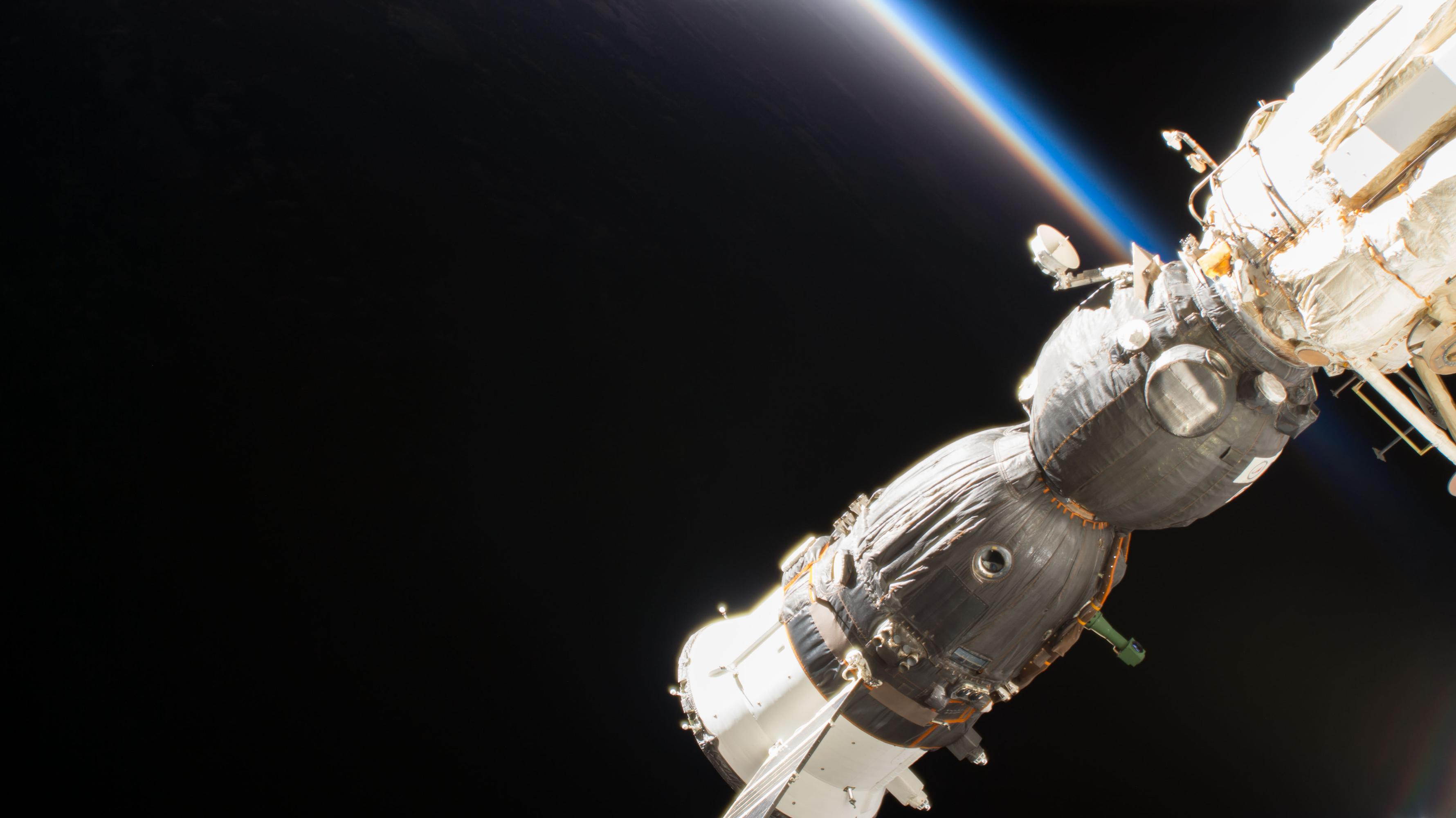 space station leak - HD2048×1150